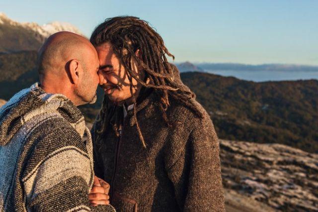 Maori Greeting Hongi: New Zealand Manuka Group :: The Hongi